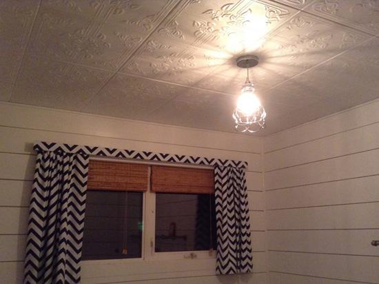 Ivy Leaves – Styrofoam Ceiling Tile – 20″x20″ – #R37