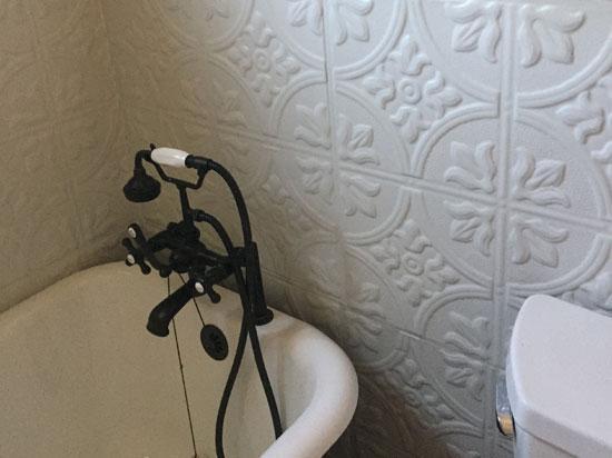 Queen Victoria - Aluminum Ceiling Tile - #1204 - White