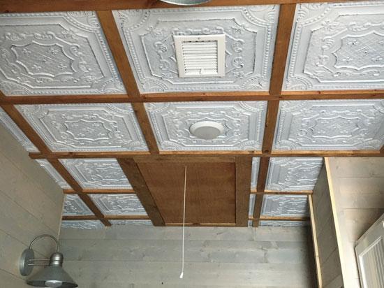 Elizabethan Shield – Faux Tin Ceiling Tile – 24 in x 24 in – #DCT 04